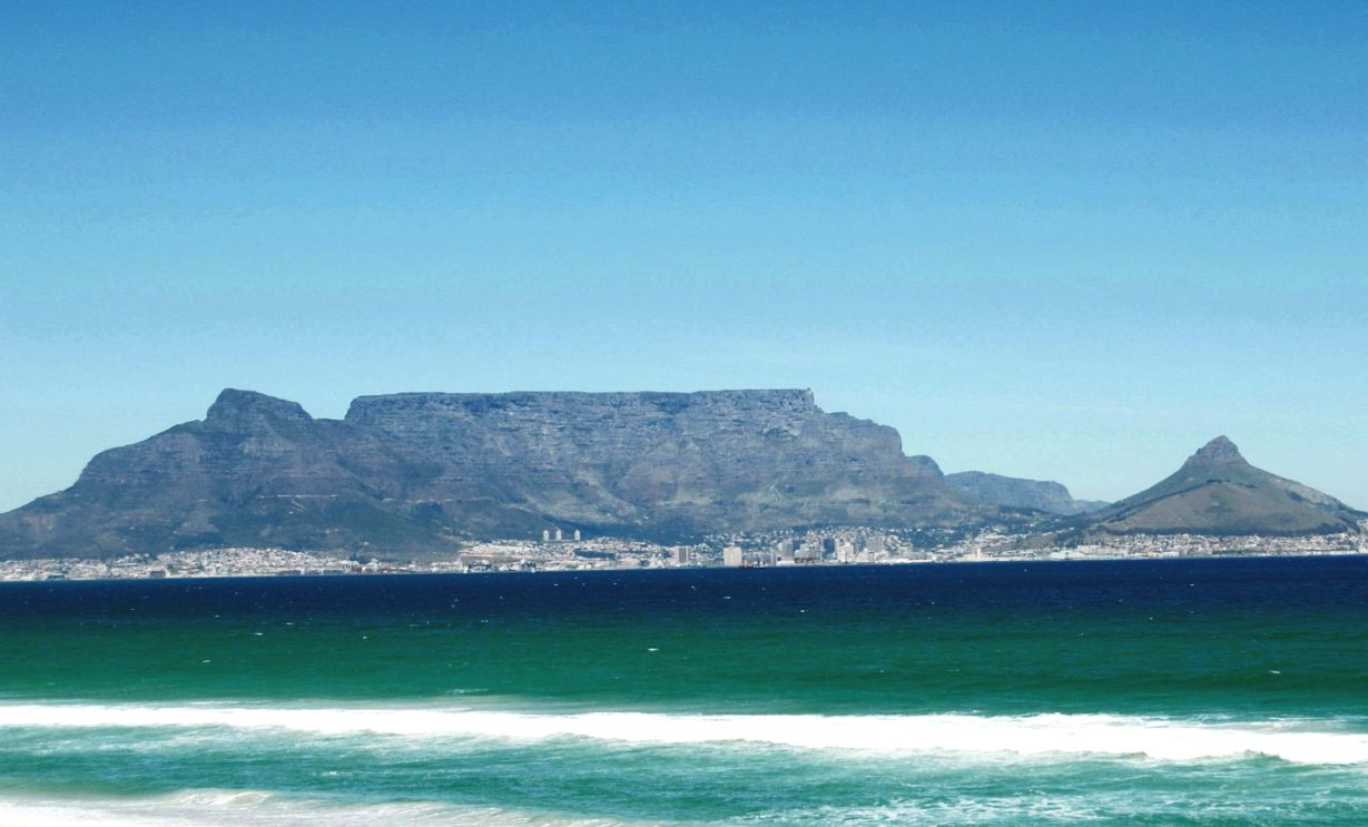 Table mountain celebrated as new 7 wonder of nature for Table mountain
